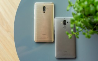 Huawei Mate 9 Pro (left) and Huawei Mate 9 (right)