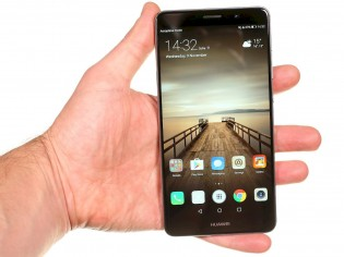 The vanilla Huawei Mate 9 was larger than the Pro - with a 16: 9 aspect ratio, even a 5.9/