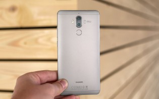 The Mate 9 had a flat display and the fingerprint reader was on the back
